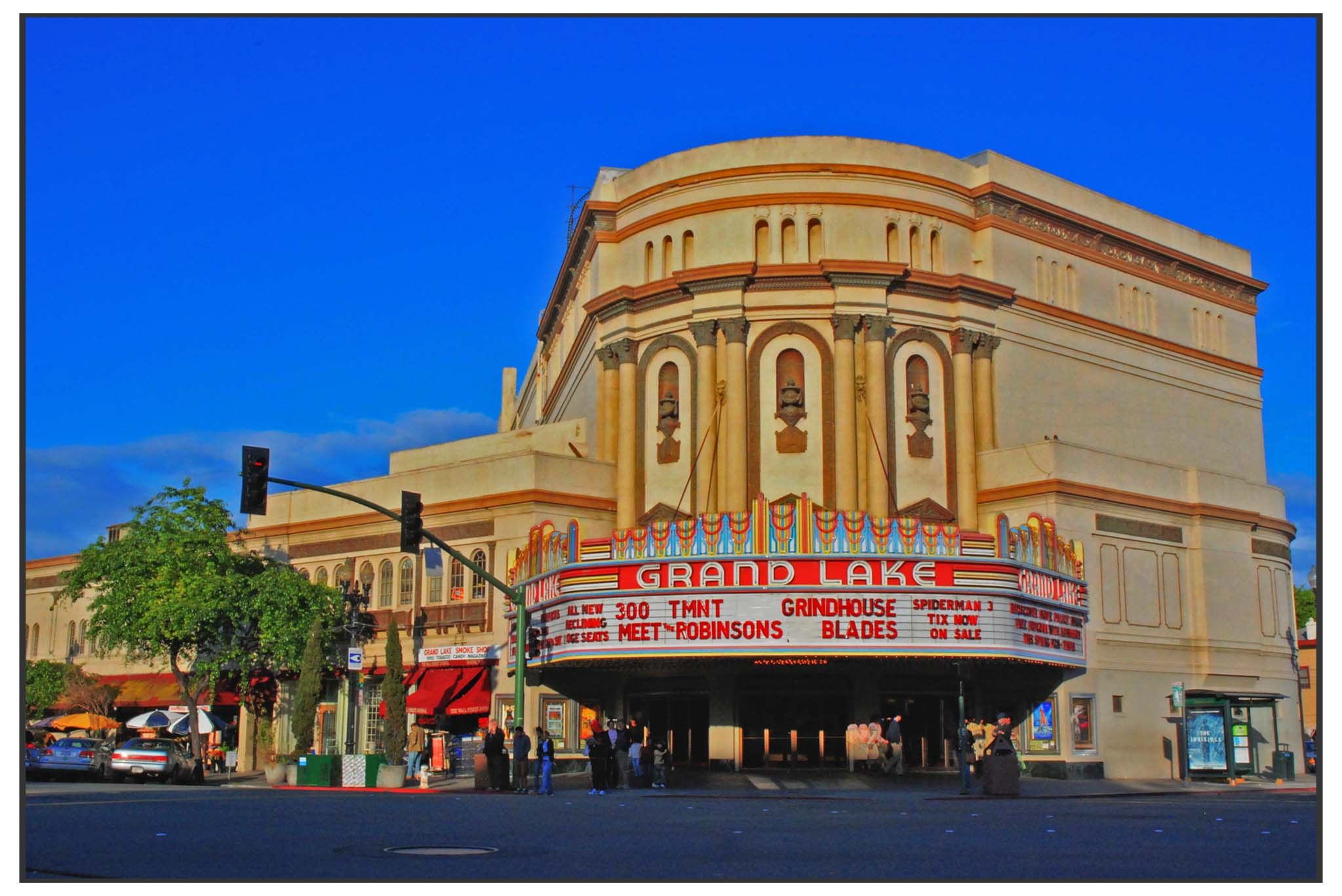 Grand-Lake-Theatre-Dusk